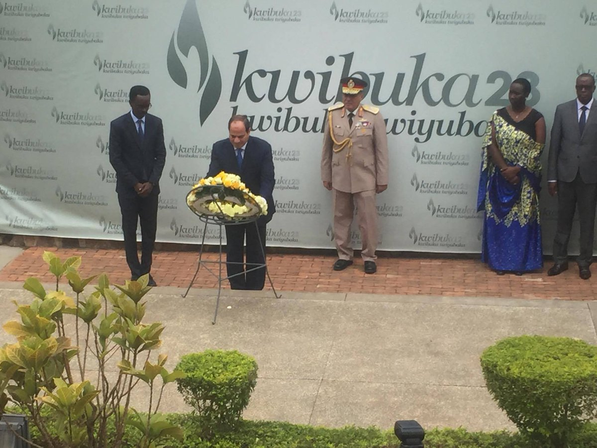 President Sisi of #Egypt lays a wreath on the burial place in honour of the more than one million victims of the Genocide against the Tutsi. <br>http://pic.twitter.com/xCLPyTIaiT
