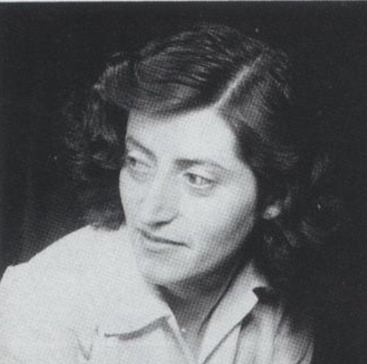 15 août 1944 : Lucie Aubrac vient à #Nantes installer les nouvelles autorités et se recueillir devant les Tables Mémoriales #Libérationpic.twitter.com/fhIKNhIWnq
