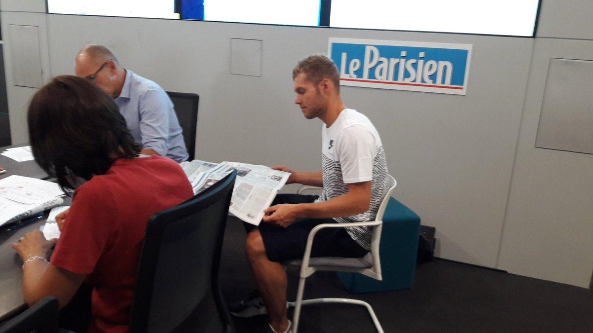 Kevin #Mayer fait un crochet par @le_Parisien. Conf de rédaction et interview au programme. #Londres2017 #athletisme #bleus #Francepic.twitter.com/ALxiKdmHBj