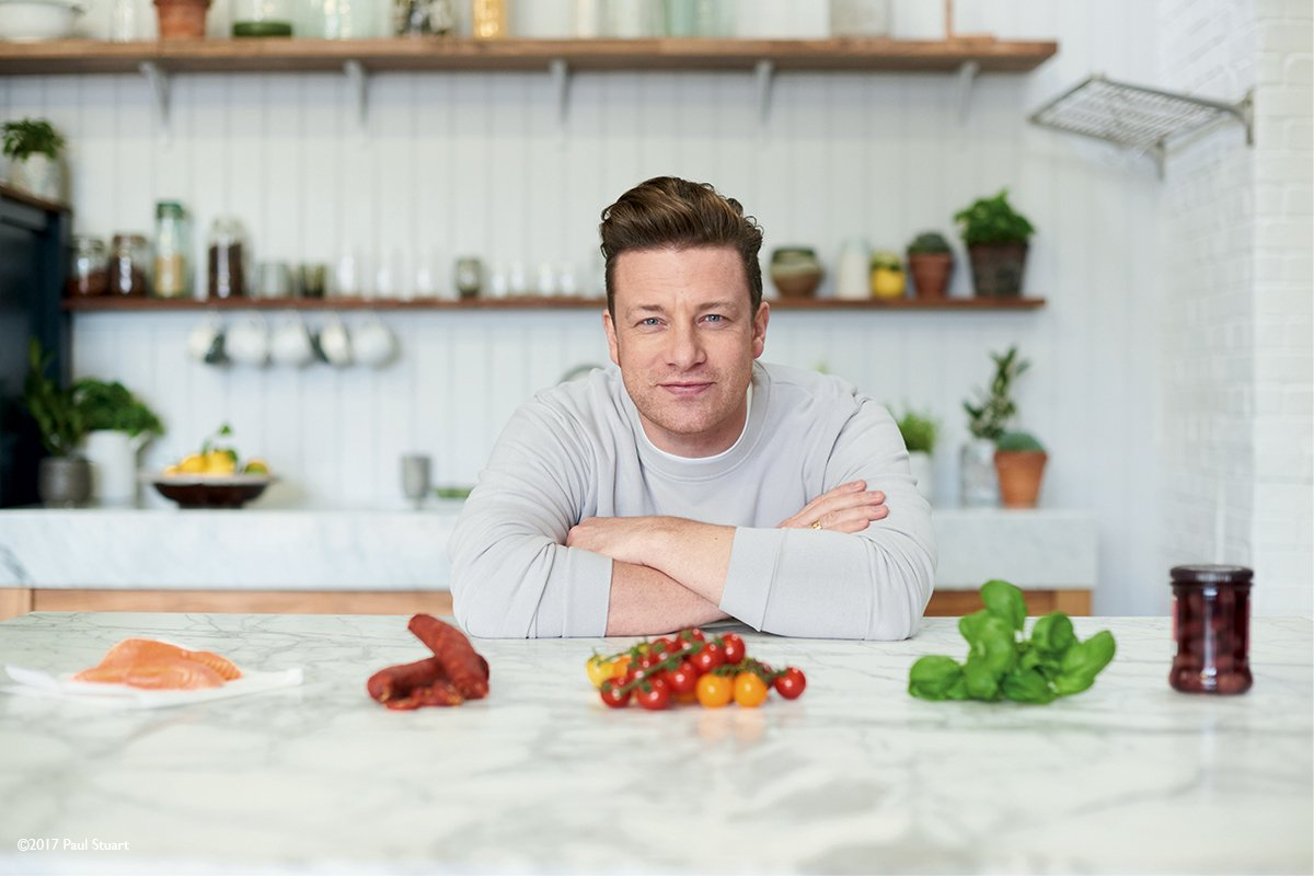 5 days to go until 5 ingredients on @Channel4! Hear what #QuickAndEasyFood is all about... https://t.co/YsljAURWi6 🤗 https://t.co/X5LaAzdo0a