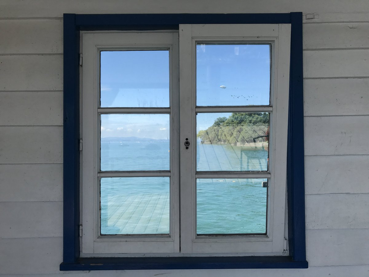 Looking at the lake thru a #window: A Mediterranean moment! Upper right-hand square: It&#39;s not a spot ... #Bodensee<br>http://pic.twitter.com/lvUrG1XKyB