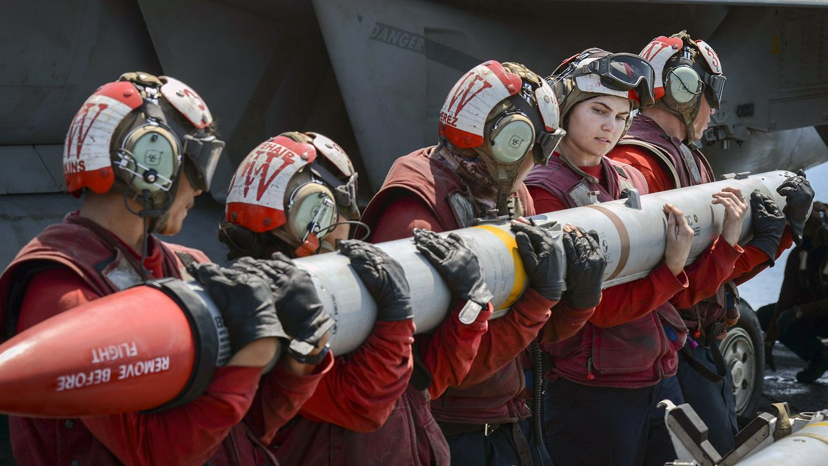 Helping hands! #Sailors load a missile onto an #FA18E #SuperHornet aboard #USSNimitz in support of #InherentResolve.