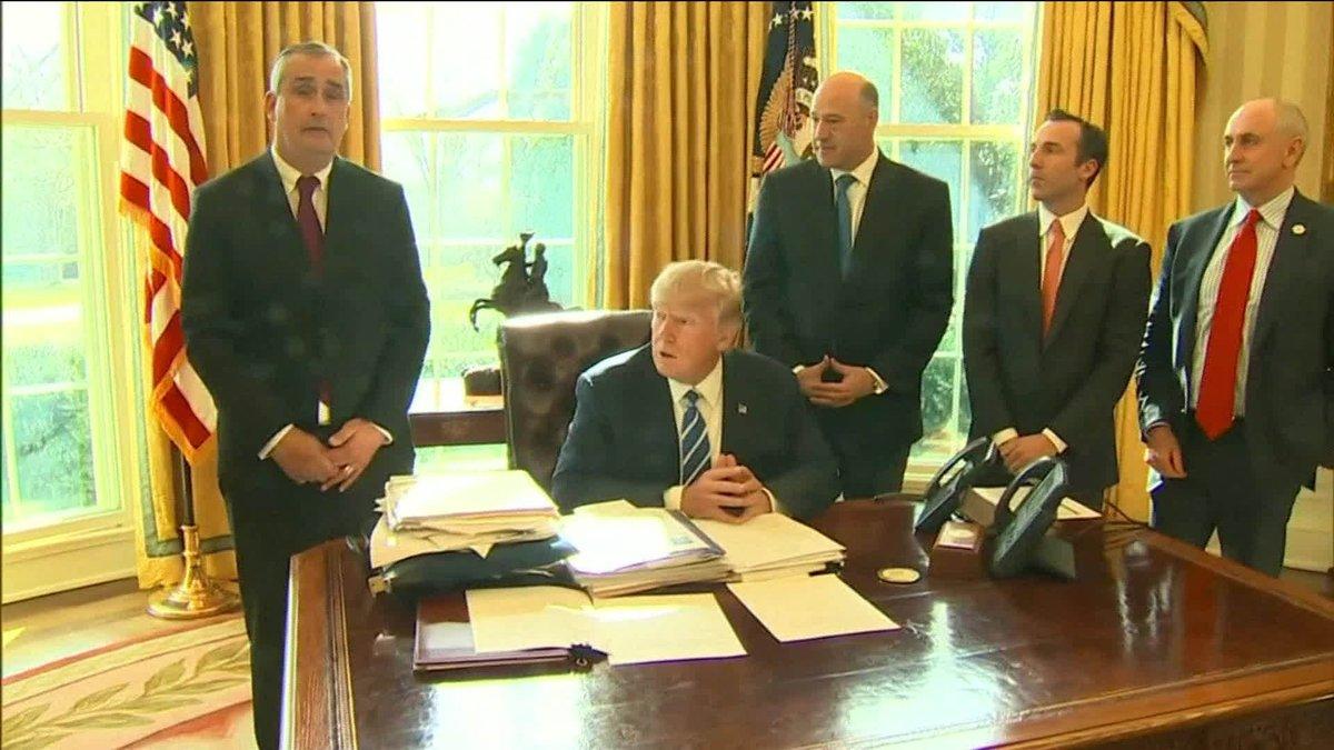 Três diretores de empresas deixam conselho do governo por reação de Trump a supremacistas: https://t.co/bDg3RbV7IB