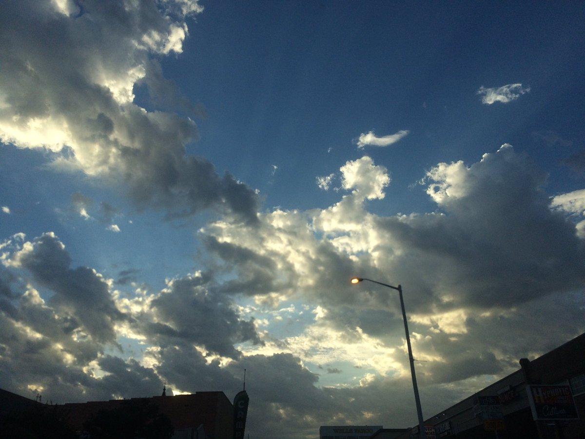 It&#39;s a very crepuscular morning. @TxStormChasers @jstar79 @KINGstormchaser @atxwxgirl @keatonfox #Denton #txwx<br>http://pic.twitter.com/rKHAMGbFTS