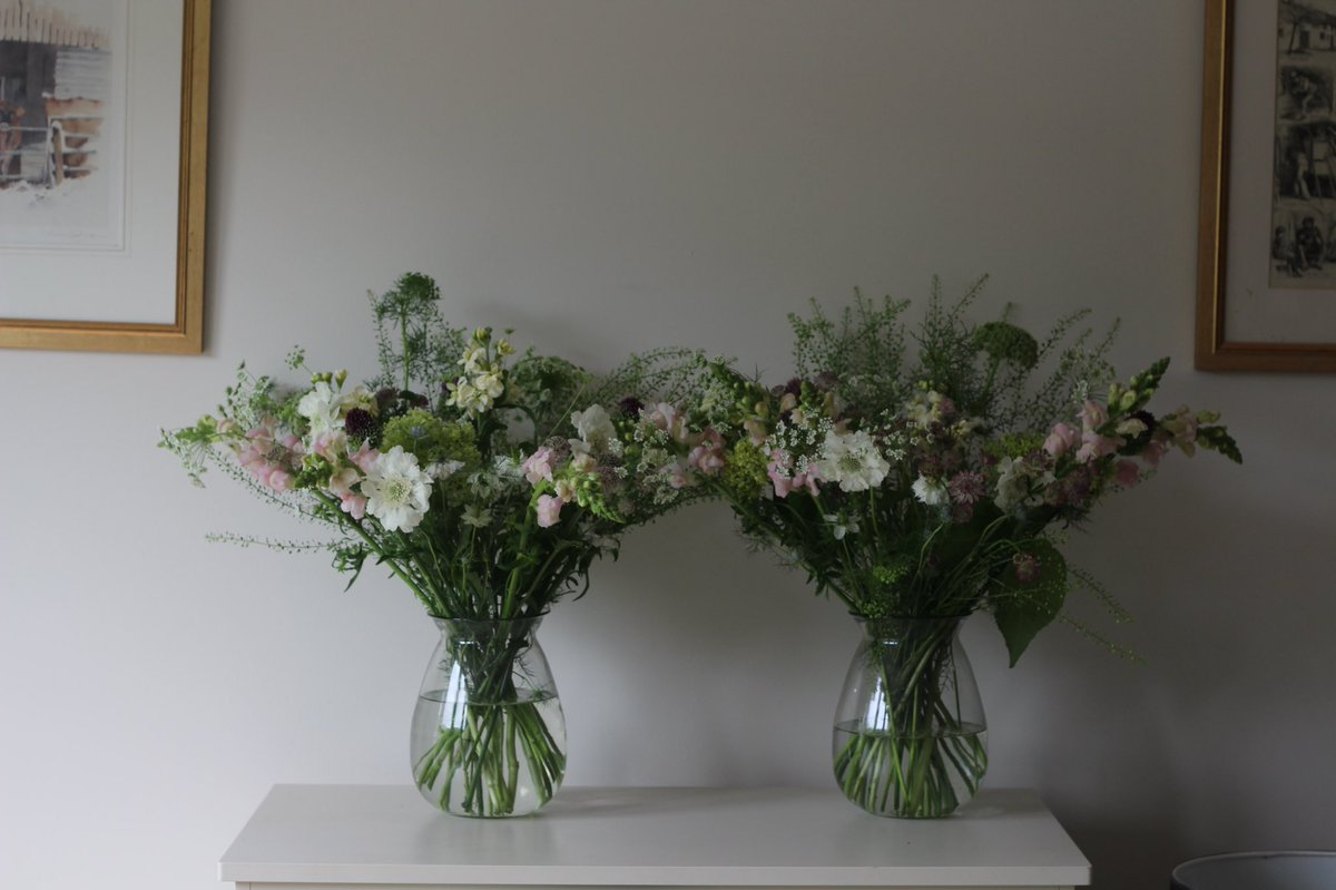 Summer flowers for a garden lunch party, so pretty  #summerflowers #flowers #flowerarrangement #flowers<br>http://pic.twitter.com/ZtvMMT0v1R