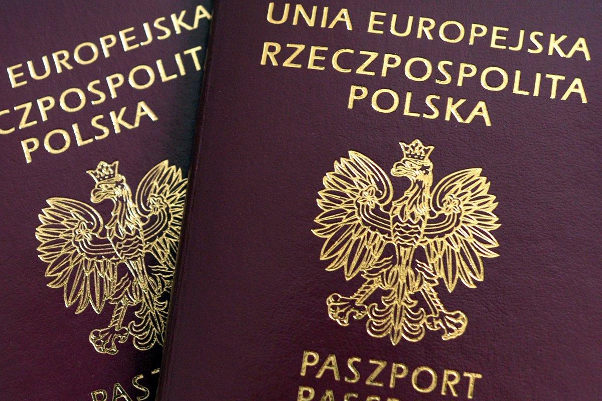 Neue #polnische #Reisepässe sorgen für Ärger. #Ukraine und #Litauen sind mit einigen Motiven nicht zufrieden. https://t.co/5k9mjX8QHS https://t.co/mjSnrVreOA