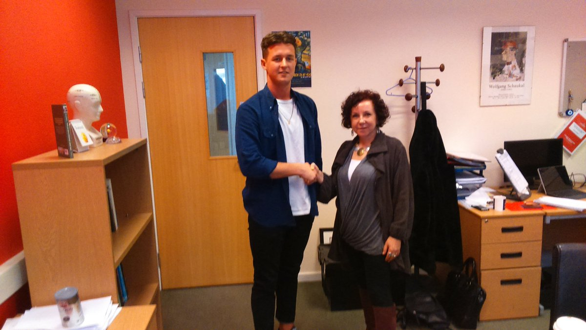 Congrats to @THE_UCLan #events #graduate #eventprof  @oj_oakley on starting his new job with @artexiseasy yesterday, his @Eventice_ prize<br>http://pic.twitter.com/Ov9P2uek8n
