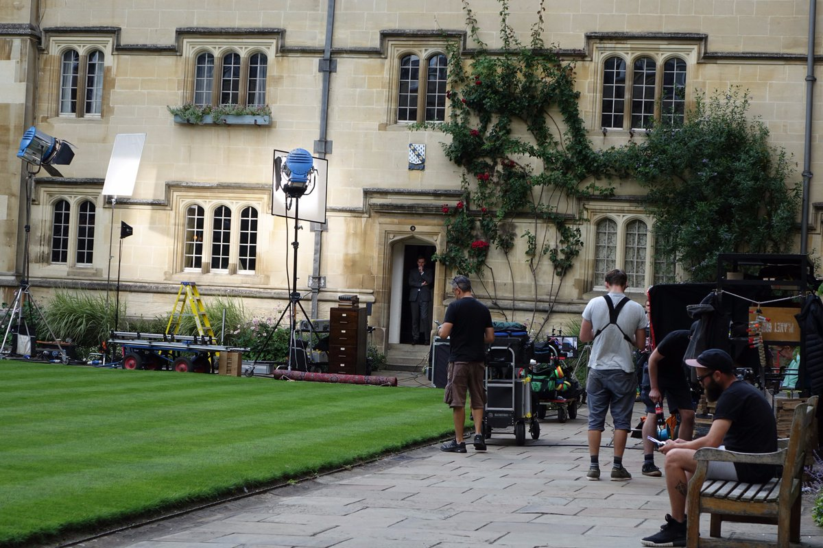 Delighted to welcome back ITV&#39;s #Endeavour for filming in College today <br>http://pic.twitter.com/zGYuYCzxvN