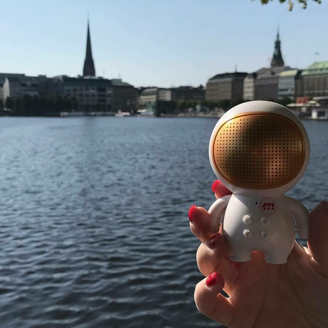 from @twhofmann #Rocketman visits Hamburg! @malektronic #Astronaut #Bluetooth @Malektronic #SoundsPerfect #Hamburg <br>http://pic.twitter.com/JKW64S0Y3T