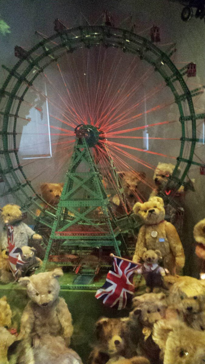 Had lots of fun at the #Dollhouse #Museum - #SpielzeugWeltenMuseum #Basel Four floors of #Dolls , #TeddyBears and #Miniatures. #travel<br>http://pic.twitter.com/j1ib9gNR0n