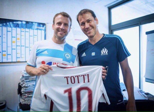French  President Emmanuel #Macron homage Francesco #Totti, here together with former #ASRoma coach Rudi #Garcia<br>http://pic.twitter.com/su5Xqdr8jr