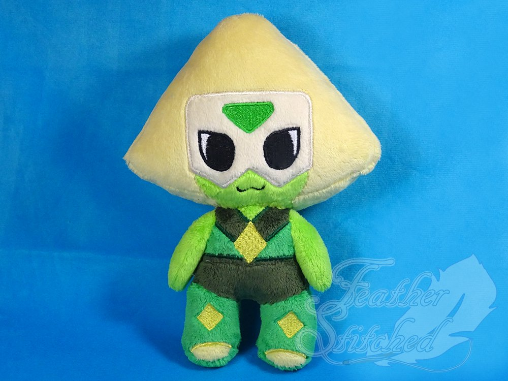 Peridot is finished! Agh so cute! :) Get her MTO here:  http:// featherstitched.storenvy.com/products/21140 576 &nbsp; …  Pls get in touch about Lapis! #StevenUniverse #su #peridot<br>http://pic.twitter.com/JzueYaPdnJ