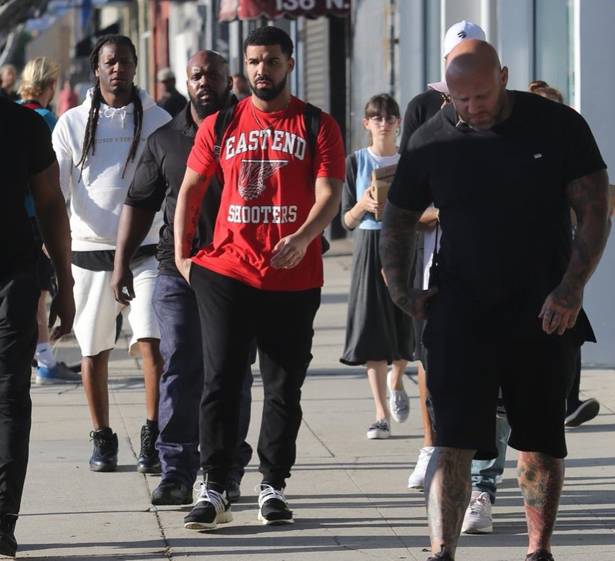 #Drake out in West Hollywood yesterday  <br>http://pic.twitter.com/Sn7rhibL32