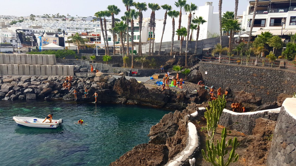 Good Afternoon We are walking in Puerto del Carmen Love these views #plan #book #and #discover #TravelON #lanzaroteon #lanzarote #canary<br>http://pic.twitter.com/hghCxEJziP