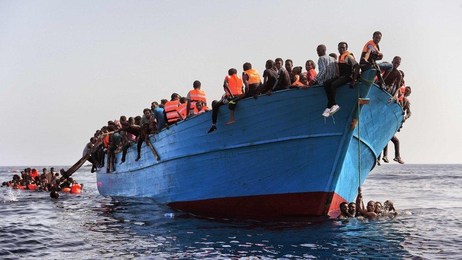 Oxfam report reveals #migrants in #Libya suffer harrowing abuse & exploitation says  &  @OxfamItalia@UNmigrationhttps://t.co/p09uImkjOs