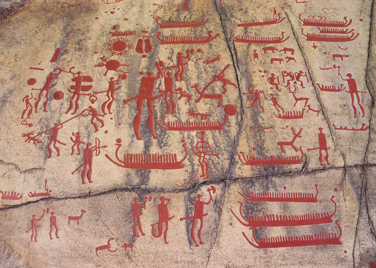 The #Tanum petroglyphs, in Tanumshede, #Sweden. They are likely Bronze Age and show how important boats were to ancient people. Fascinating. <br>http://pic.twitter.com/2hbKMG8y36