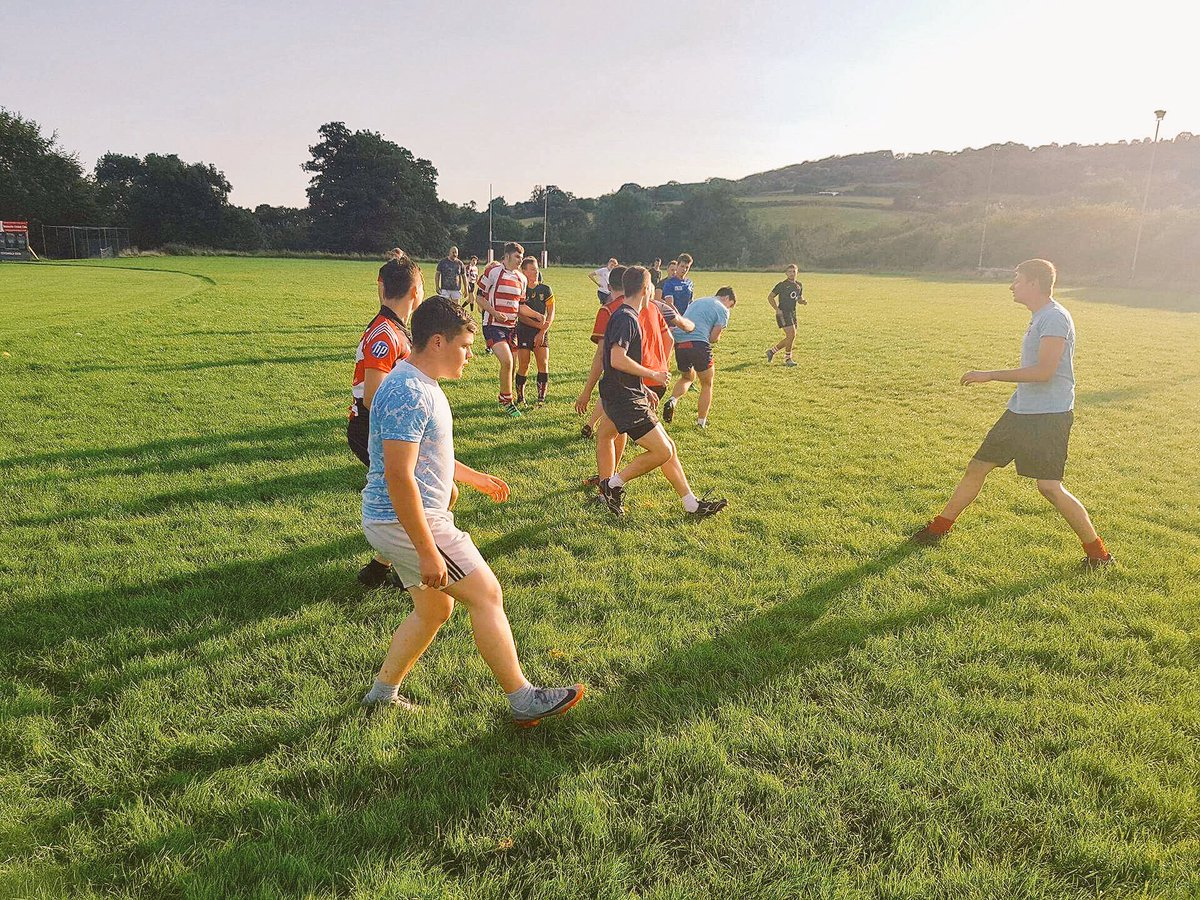 Great turn out tonight, top efforts all round. Anyone know a better setting too train? Glorious!  #Building #rugbyfamily <br>http://pic.twitter.com/MtVPAB7k37