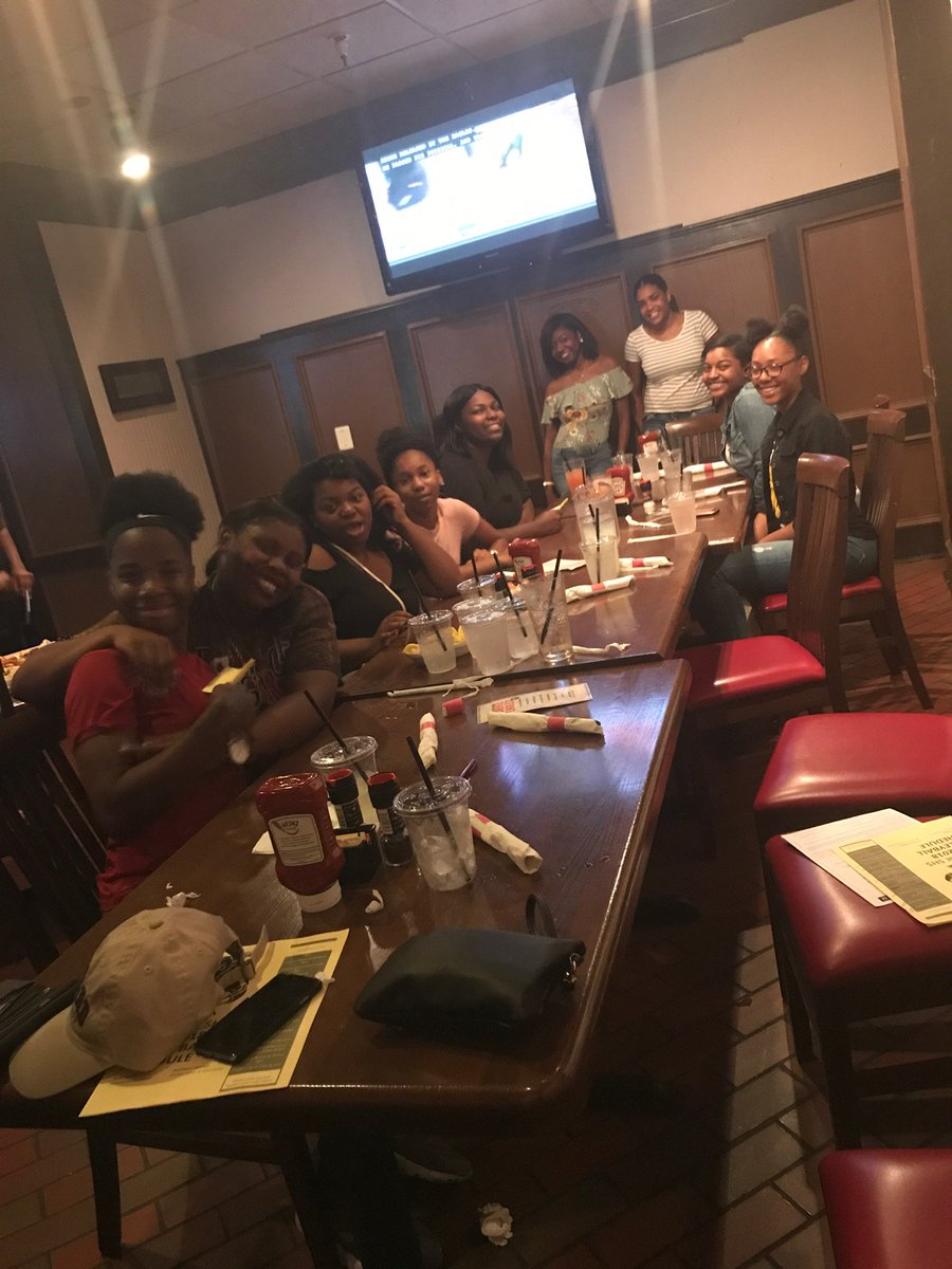 My volleyball team is better than yours! #teamdinner #awards #plannedbyTHEM @DunbarDCSports @Thedciaa1<br>http://pic.twitter.com/BL6Xx8IMKT