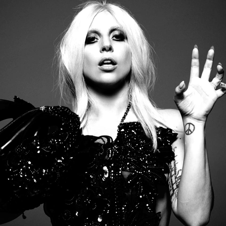 TICKET GIVEAWAY: @ladygaga at Fenway Park on 9/2!  Enter here:  http:// bit.ly/2utaHDe  &nbsp;     #ladygaga #gaga #boston<br>http://pic.twitter.com/iojM4549lU