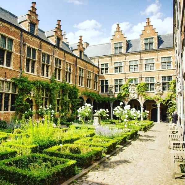 #Antwerp in 3 minutes  https://www. youtube.com/watch?v=ZIcVHn w9KA8 &nbsp; …  &gt; This is the Plantin-Moretus Museum! #Antwerpen #Belgium #Belgique #Travel #TravelBlog<br>http://pic.twitter.com/XgLnRhBE11