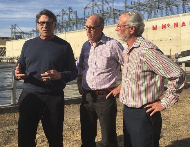 Energy Secretary Rick Perry visits Hanford reservation: https://t.co/nlhxYNZeZE