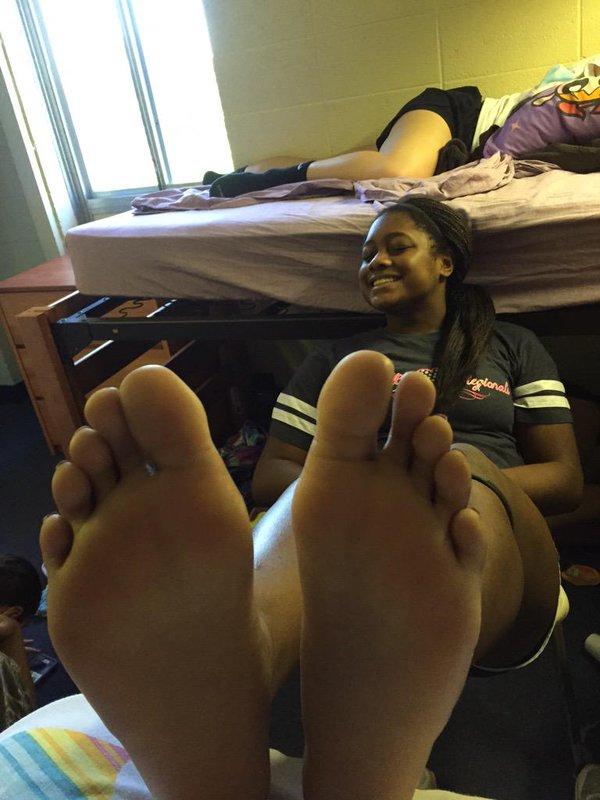 Black girl barefoot Barefoot Blackgirls Blackgirlsoles Twitter