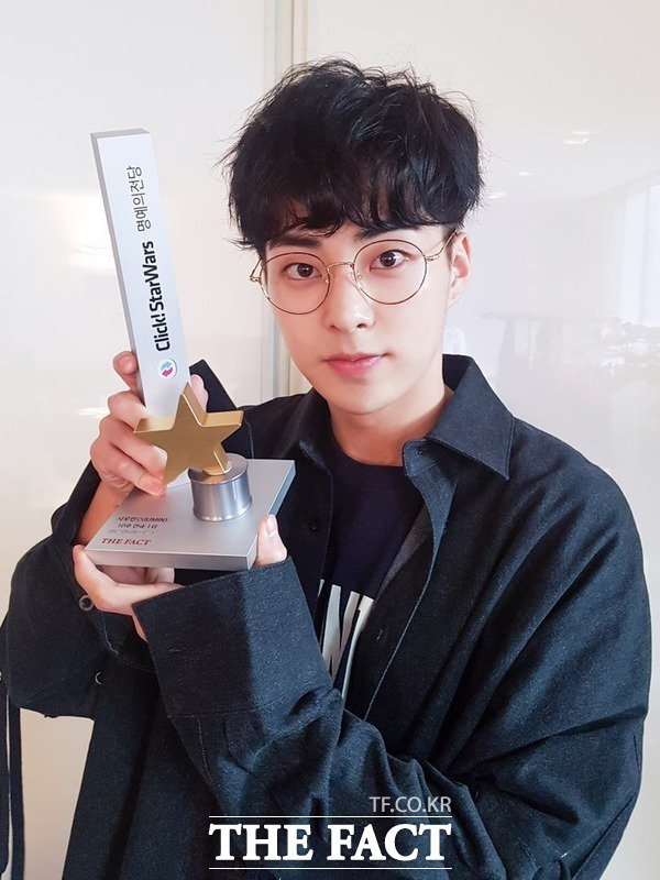 (INFO) #EXO #Xiuminwon first place on Click! Star Wars for 10 consecutive weeks, entering the Hall of Fame   http:// m.tf.co.kr/stars/read/exo /1699870.htm?retRef=Y&amp;source= &nbsp; … <br>http://pic.twitter.com/YsKUJDfyWS