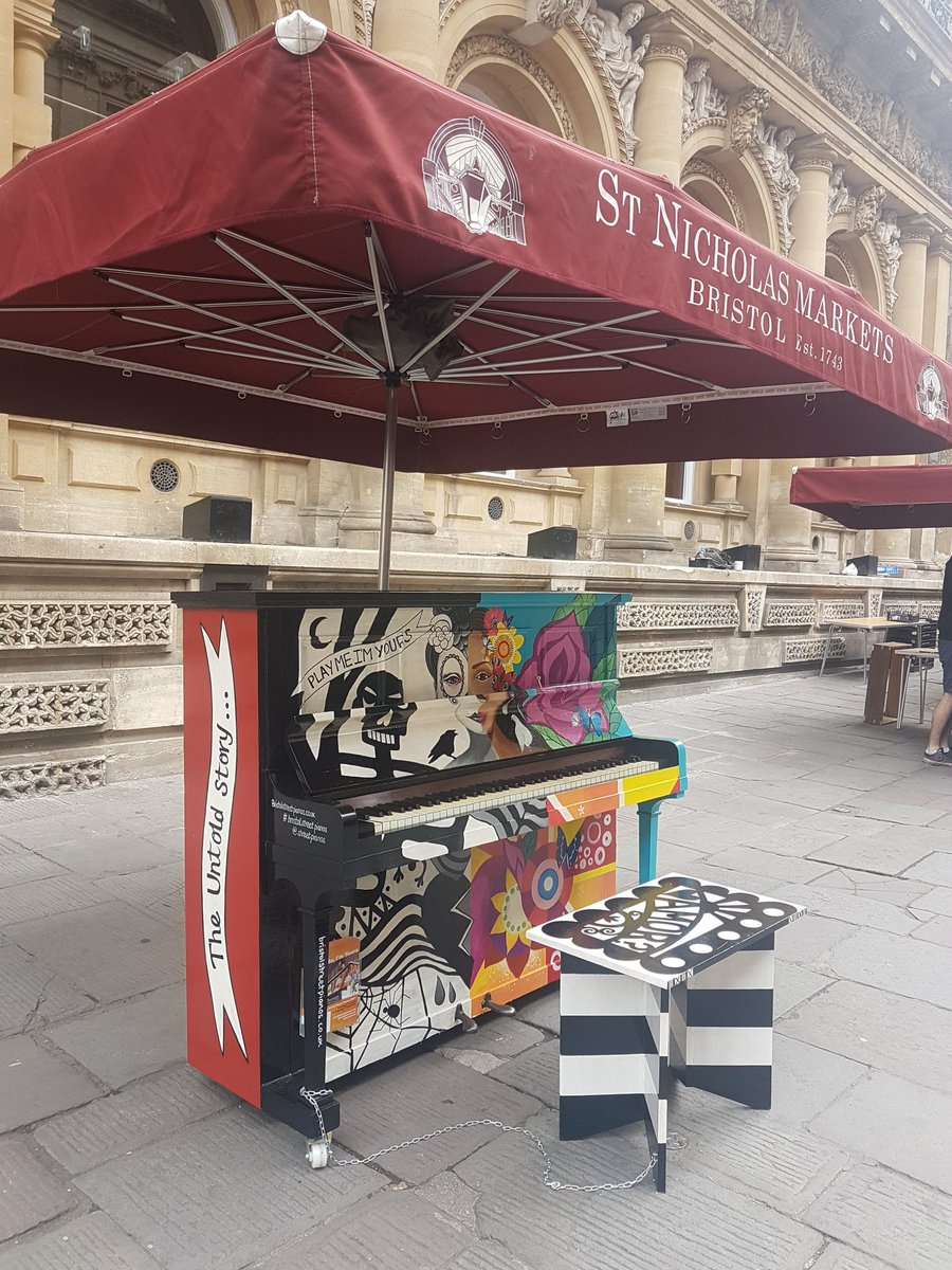Not just awesome #produce we have a #playmeimyours piano in the #farmersmarket #sneakpreview #buyvegplaychopsticks  ♬<br>http://pic.twitter.com/8aDL2T9njs