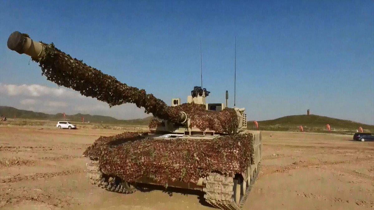 دبابه Type 15 الخفيفه تدخل الخدمه رسميا في الجيش الصيني  DHVn2C0UIAEGquN