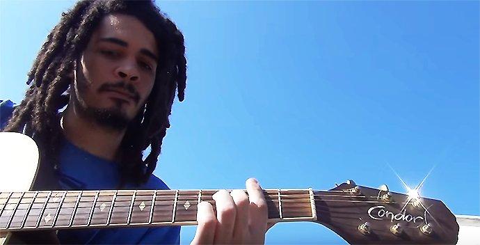 Eis Chico Brown, que tem música no disco do avô, um certo Chico Buarque https://t.co/riKoA3FscZ #G1