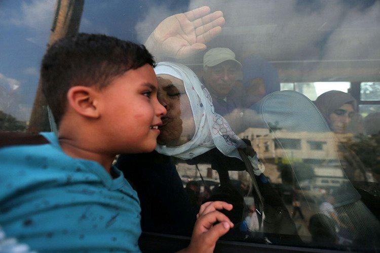 #photooftheday Palestinian woman kisses her grandson through bus window before #hajj pilgrimage to Mecca, Khan Younis, southern Gaza, Aug 14