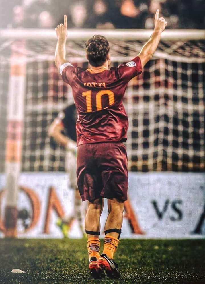 A new @SerieA_TIM season this weekend but no &quot;King&quot; ... #Totti ... #Roma. <br>http://pic.twitter.com/ByEgWJDP1U