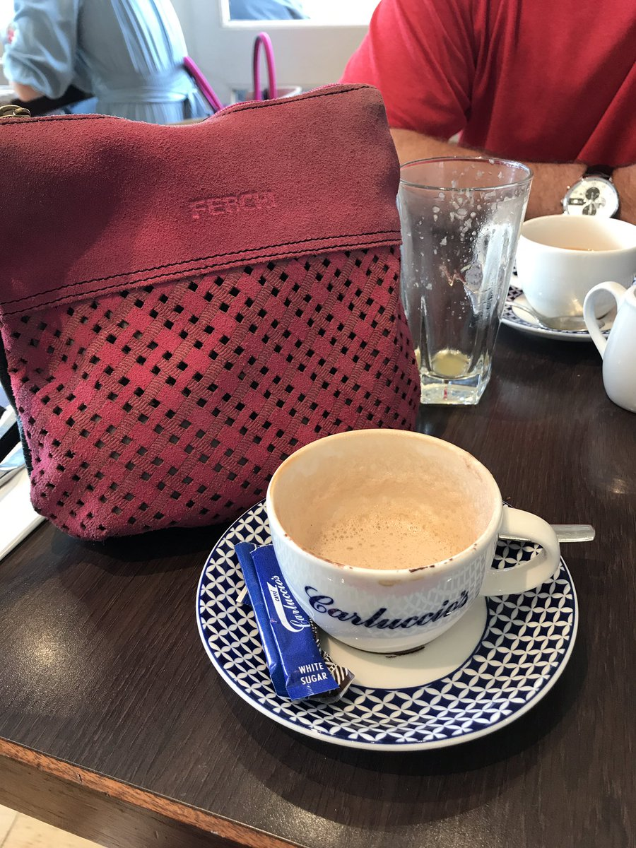 My pink handbag out again at Carluccio&#39;s #Windsor lovely food and staff <br>http://pic.twitter.com/XCB6r2lbHp