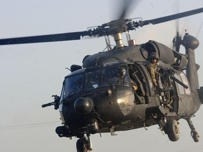 القوات الأفغانية تتسلم 4 مروحيات بلاك هوك من واشنطن DHWN9JTU0AAhZkD