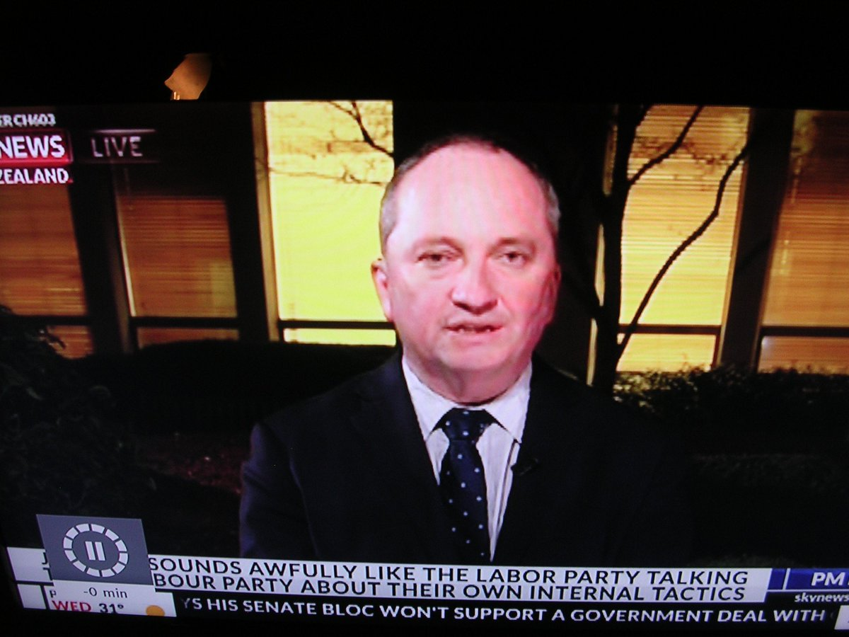 Blames NZ politicians for illegally declaring himself fit for Aus govt #crim #pmlive<br>http://pic.twitter.com/D9lNSUm3bE