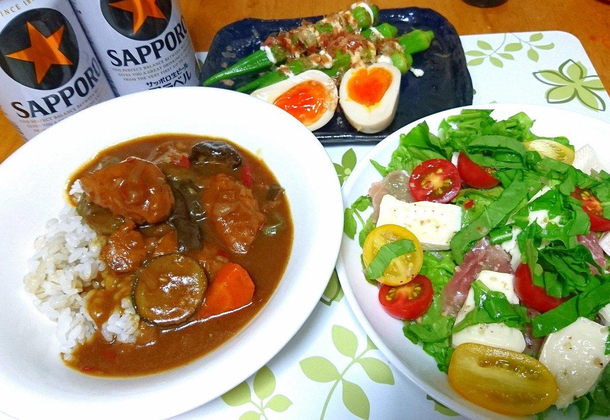 晩ごはんは石巻のヤマサコウショウさんの牛タンつくねで夏野菜カレー🍛 カマンベールチーズと生ハムのサラダ、オクラのおひたしと味付け玉子 で乾杯~😆 #しいたんご飯 #お腹ペコリン部 #日本自炊協会 #おうちごはん #石巻 #名物