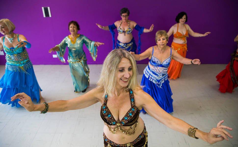 Delegada dá aula gratuita de dança do ventre e muda a vida de alunas em SP. https://t.co/XKV5D2u9Sf