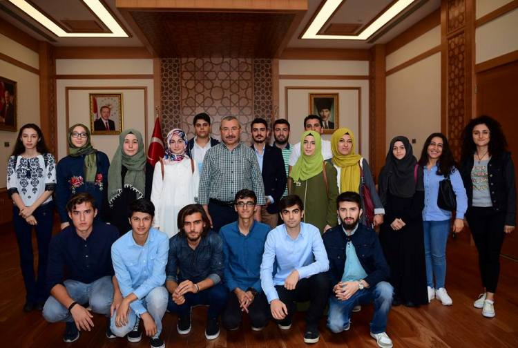 Başkan Erdem, Üniversite'yi kazanan öğrencileri misafir etti. https://...