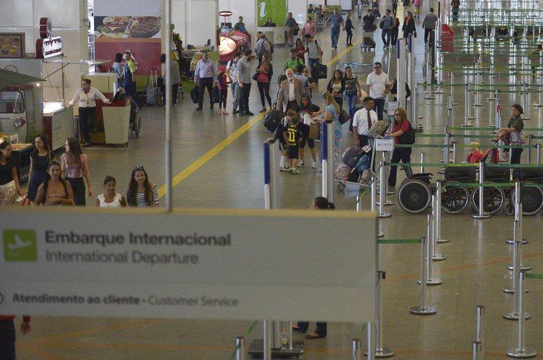 Número de passageiros em voos aumenta 17% em seis anos: https://t.co/JamXbXVIY1 @mintransportes