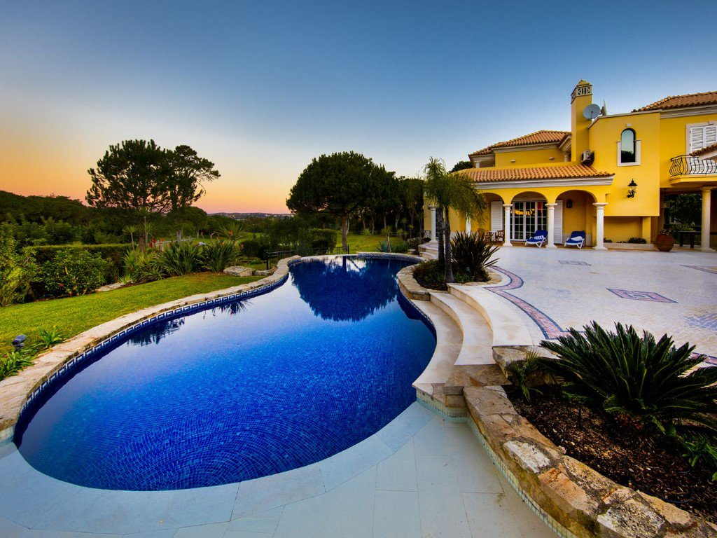 #Sunset with #golf view only in this #villa!! #primehome #Portugal #algarve #Europe #RealEstate #home #house #pool #luxury #summer #golflife<br>http://pic.twitter.com/6LwxhlJaNM