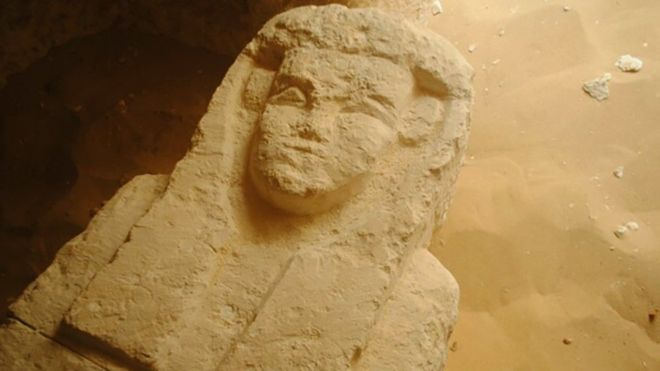 #Archaeologists discover three ancient tombs in #Egypt.  http://www. bbc.com/news/world-mid dle-east-40939274 &nbsp; …  #AncientEgypt<br>http://pic.twitter.com/CCXtGlkTsB
