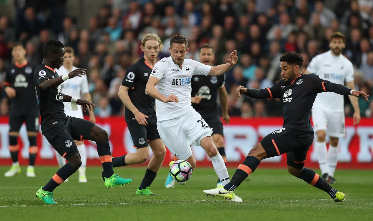 BREAKING: @Everton sign Gylfi Sigurdsson from Swansea City. More on Sk...
