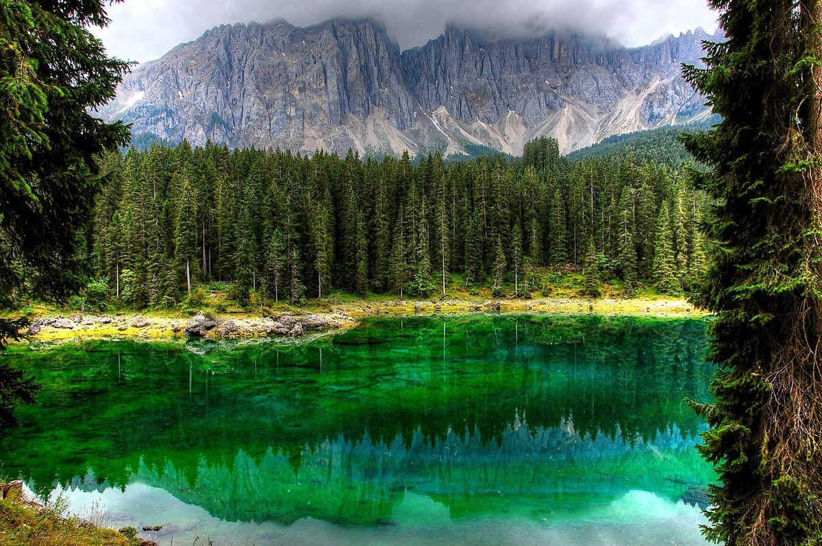 #PicoftheDay is of South Tyrol, imagine #exploring amazing #cycle routes &amp; #swimming in the #lakes @visitsouthtyrol  https:// buff.ly/2vEx5XQ  &nbsp;  <br>http://pic.twitter.com/LeI0rFif8m