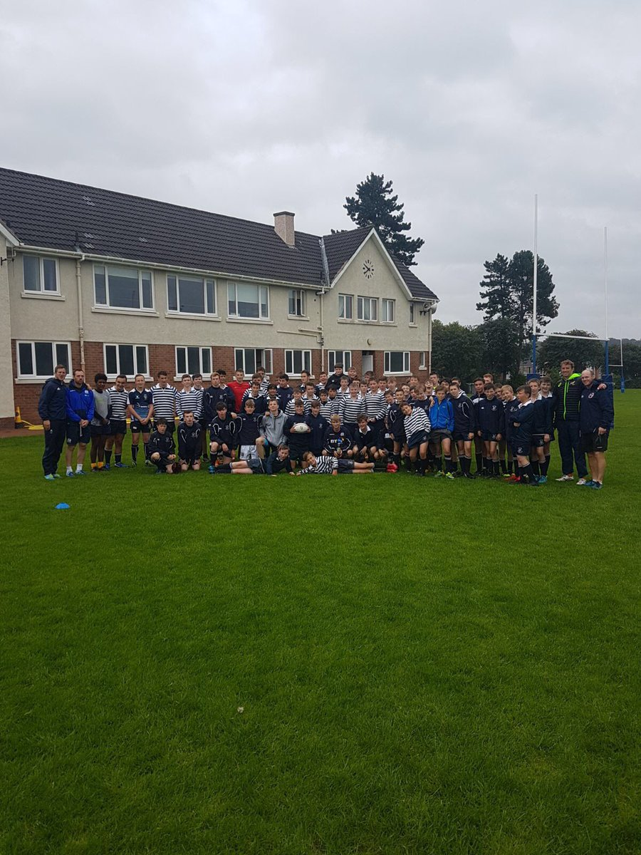 Enjoyable 3 days @GlasgowAcademy with these boys. Onto @Abdnshire_RFC tomorrow.. #rugby7s #basics #teambuilding #catch #pass<br>http://pic.twitter.com/DO6zD5Tx3R