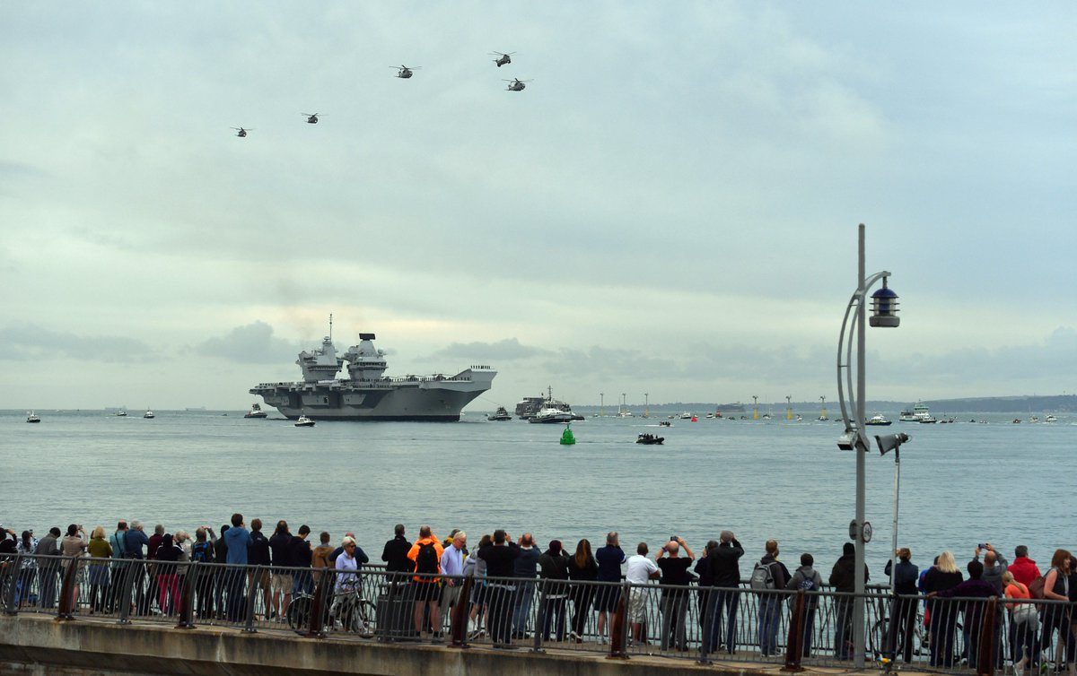 Ahoy! #UK&#39;s biggest ever warship, HMS Queen Elizabeth, sails for first time at its home port of #Portsmouth<br>http://pic.twitter.com/3LFbCCiZFM