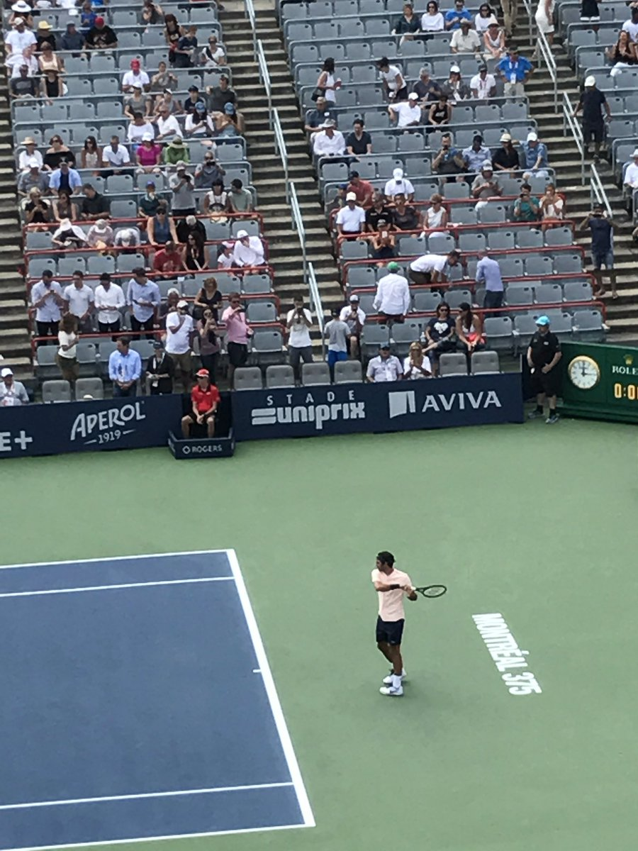 #tbt to when I saw @rogerfederer playing in #RogersCup https://t.co/CD...