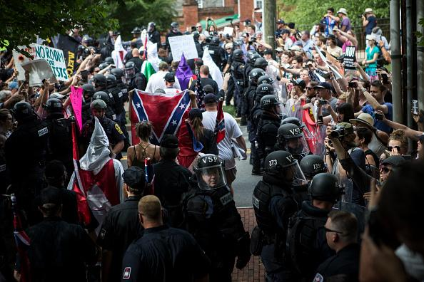 Candlelight vigil planned in #Windsor tonight in support of Charlottesville.  http://www. iheartradio.ca/am800/news/can dlelight-vigil-planned-for-windsor-in-solidarity-with-charlottesville-1.3112198 &nbsp; … <br>http://pic.twitter.com/AvtmQztdhm