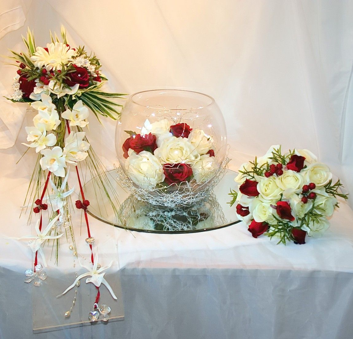 #WeddingWednesday Classic ivory &amp; daring red what a gorgeous combination! #silkflowers #womaninbiz @SmallBizUtd<br>http://pic.twitter.com/QkTDfWnpyQ