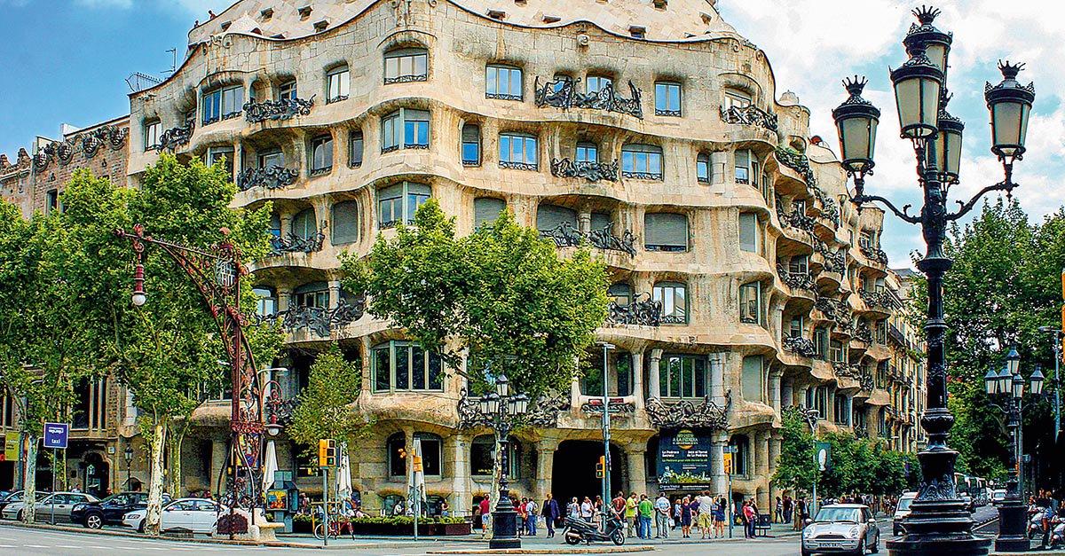 Quer aproveitar os dias de verão na Espanha? 10 dias em um roteiro de trem por Barcelona, Madri e sul do país! https://t.co/xRnSMKNBaO 🚄 🌞