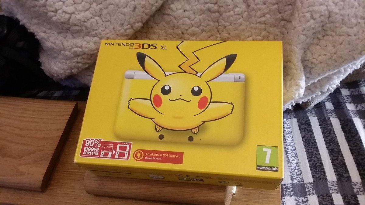 Anyone want to buy a Pikachu 3DS XL?  #pikachu #Pokemon #nintendo #3ds #3dsxl<br>http://pic.twitter.com/V45X2MMQ9t